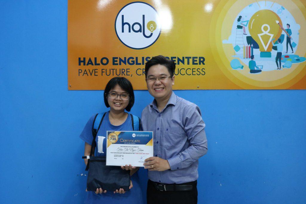 Ngọc Trâm tại kỳ thi thử TOEIC do Halo tổ chức